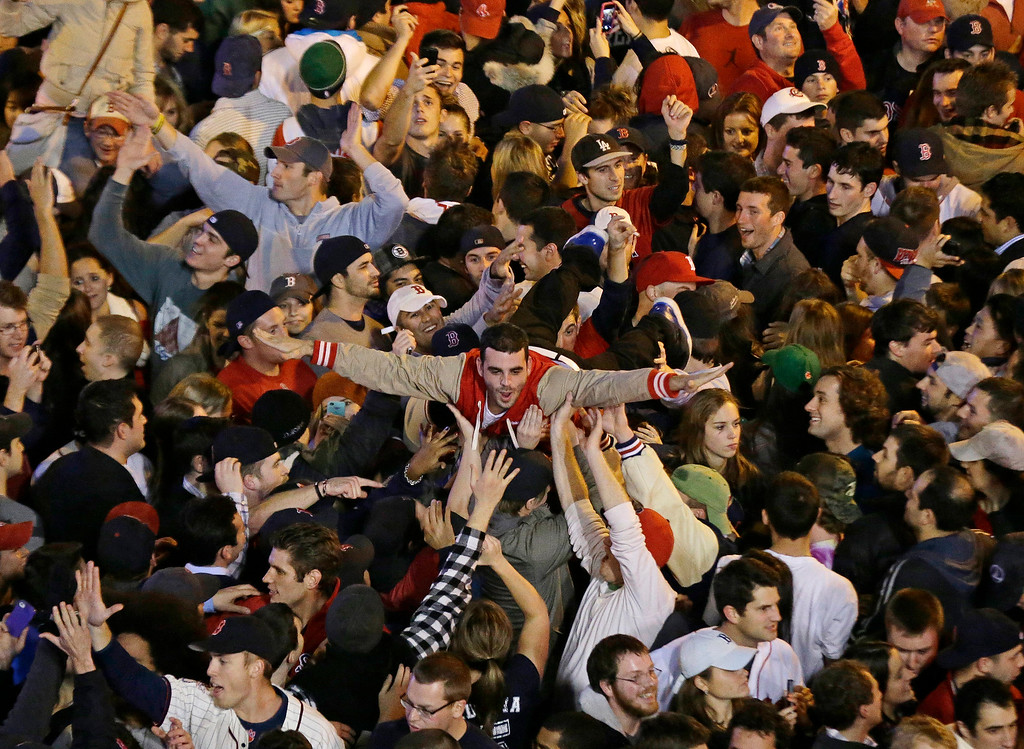 Description of . Boston Red Sox fans celebrate after Boston defeated St. Louis Cardinals in Game 6 of baseball's World Series Wednesday, Oct. 30, 2013, in Boston. The Red Sox won 6-1 to win the series. (AP Photo/Charlie Riedel)