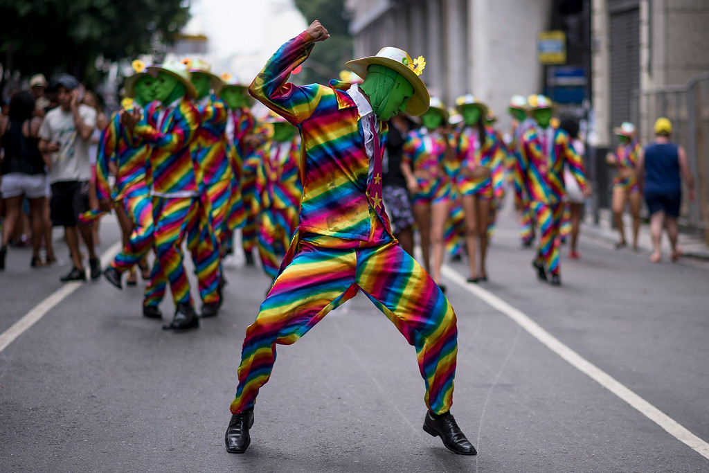 Description of . People attend the 'Cordao da Bola Preta' traditional street carnival parade at Rio Branco avenue on March 01, 2014 in Rio de Janeiro, Brazil. (Photo by Buda Mendes/Getty Images)