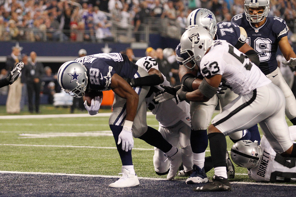Description of . Dallas Cowboys running back DeMarco Murray (29) scores a touchdown against the Oakland Raiders during the first half of an NFL football game, Thursday, Nov. 28, 2013, in Arlington, Texas.  (AP Photo/Tim Sharp)