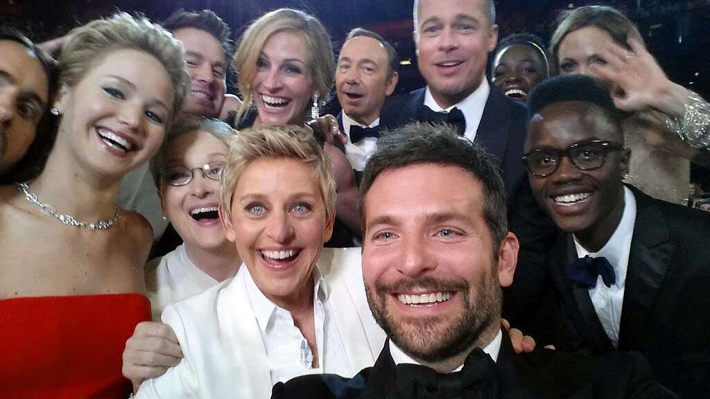 Description of . This image released by Ellen DeGeneres shows actors front row from left, Jared Leto, Jennifer Lawrence, Meryl Streep, Ellen DeGeneres, Bradley Cooper, Peter Nyongío Jr., and, second row, from left, Channing Tatum, Julia Roberts, Kevin Spacey, Brad Pitt, Lupita Nyongío and Angelina Jolie as they pose for a