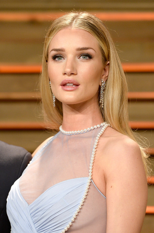 Description of . Model Rosie Huntington-Whiteley attends the 2014 Vanity Fair Oscar Party hosted by Graydon Carter on March 2, 2014 in West Hollywood, California.  (Photo by Pascal Le Segretain/Getty Images)
