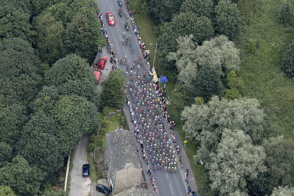 Description of . Aerial view of the pack during the 201 km second stage of the 101th edition of the Tour de France cycling race on July 6, 2014 between York and Sheffield, northern England.  AFP PHOTO / POOL / CHRISTOPHE ENACHRISTOPHE ENA/AFP/Getty Images