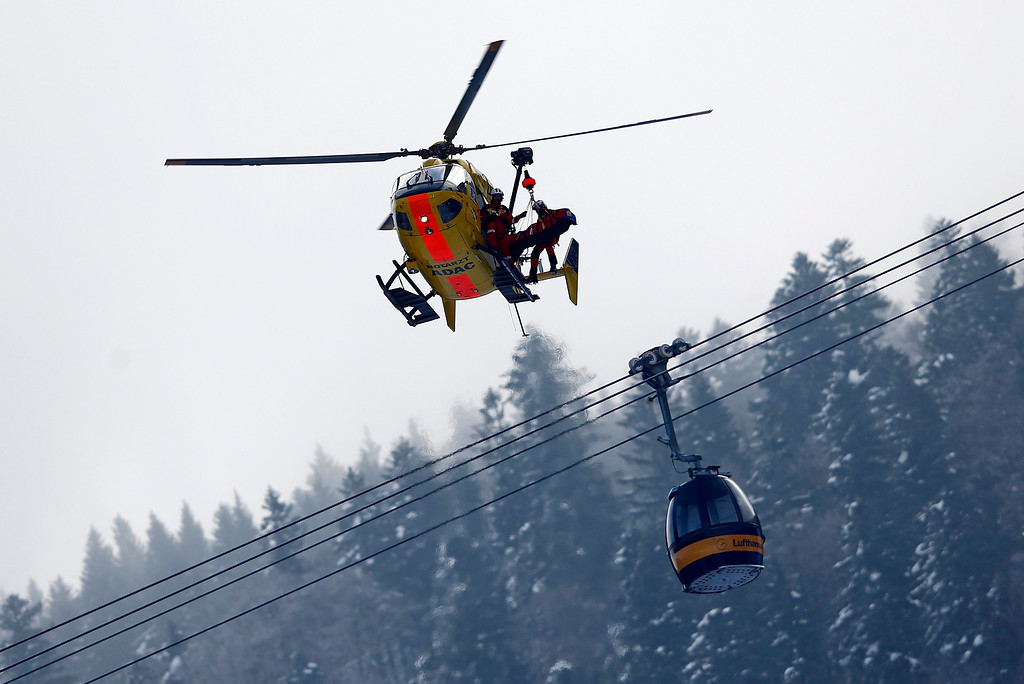 Description of . Alice McKennis of the U.S. is lifted into an emergency helicopter after she crashed in the women\'s Alpine Skiing World Cup Downhill race in Garmisch-Partenkirchen March 2, 2013.  REUTERS/Michael Dalder