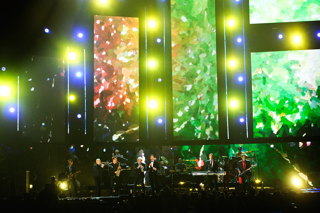 Description of . Singer Robin Thicke (C) performs with Chicago onstage during the 56th GRAMMY Awards at Staples Center on January 26, 2014 in Los Angeles, California.  (Photo by Kevork Djansezian/Getty Images)
