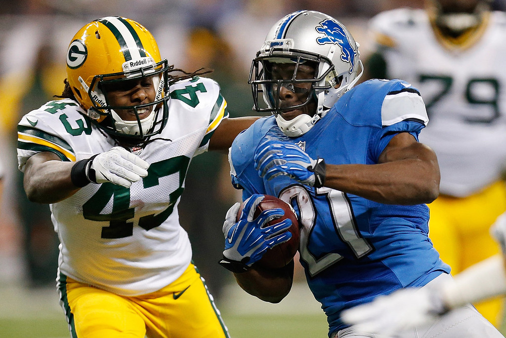 . Reggie Bush #21 of the Detroit Lions tries to get around the tackle of M.D. Jennings #43 of the Green Bay Packers after a second quarter reception at Ford Field on November 28, 2013 in Detroit, Michigan. (Photo by Gregory Shamus/Getty Images)