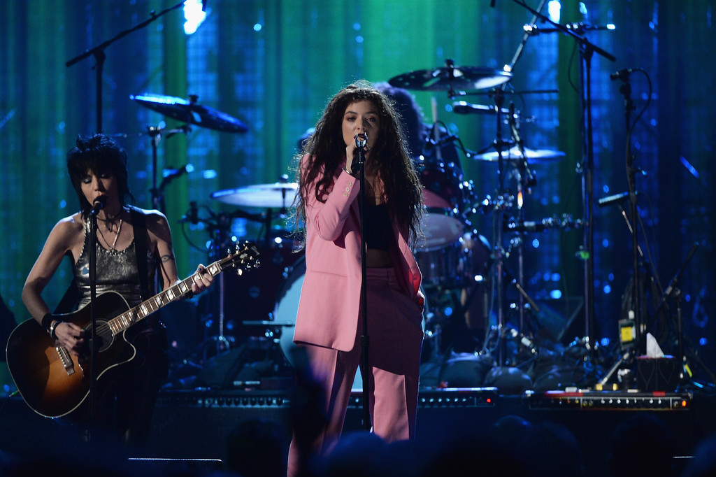 Description of . Joan Jett (L) and Lorde perform onstage at the 29th Annual Rock And Roll Hall Of Fame Induction Ceremony at Barclays Center of Brooklyn on April 10, 2014 in New York City.  (Photo by Larry Busacca/Getty Images)
