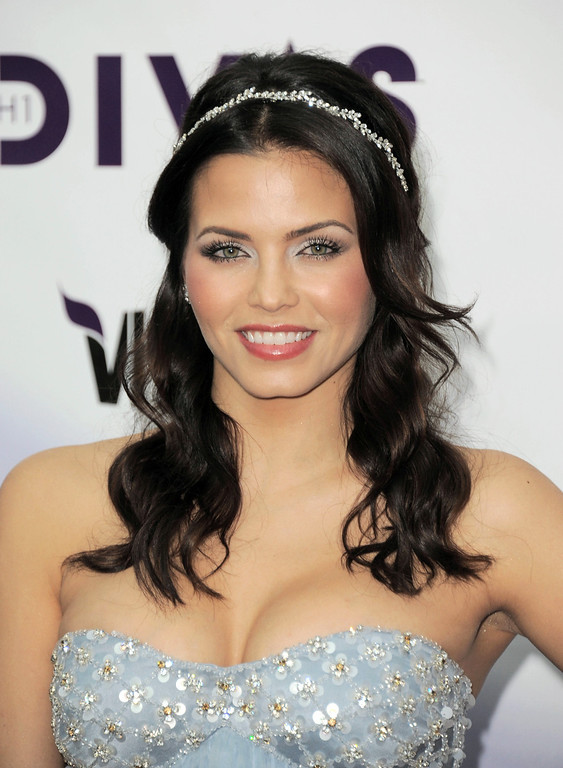 Description of . Jenna Dewan-Tatum arrives at VH1 Divas on Sunday, Dec. 16, 2012, at the Shrine Auditorium in Los Angeles. (Photo by Jordan Strauss/Invision/AP)