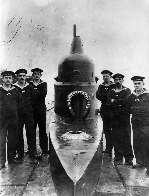 Description of . circa 1916:  A German U-Boat and some of its crew.  (Photo by Topical Press Agency/Getty Images)