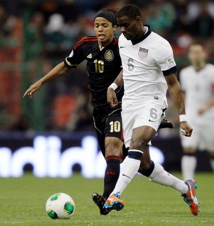 Description of . Maurice Edu (R) of the U.S battles for the ball with Mexico's Giovani Dos Santos during their 2014 World Cup qualifying soccer match at Azteca stadium in Mexico City March 26, 2013. REUTERS/Henry Romero