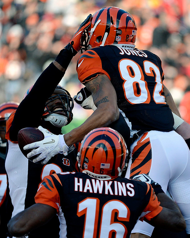 Description of . Cincinnati Bengals wide receiver Marvin Jones (82) celebrates after scoring on an 11-yard pass reception in the first half of an NFL football game against the Baltimore Ravens, Sunday, Dec. 30, 2012, in Cincinnati. (AP Photo/Michael Keating)