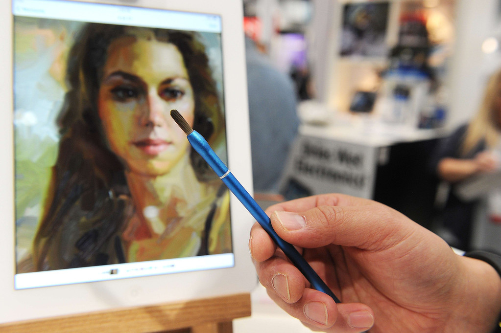 Description of . A NomadBrush Flex paintbrush stylus is displayed in front of an iPad