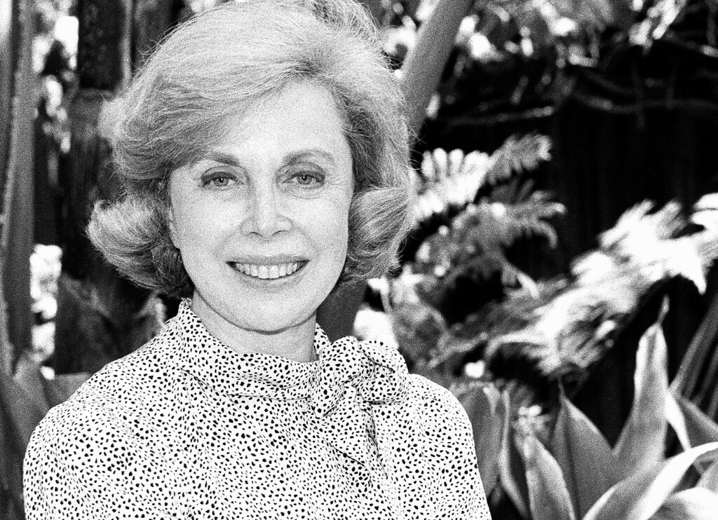Description of . Dr. Joyce Brothers on August 18, 1987 in Los Angeles. (AP Photo/Nick Ut)