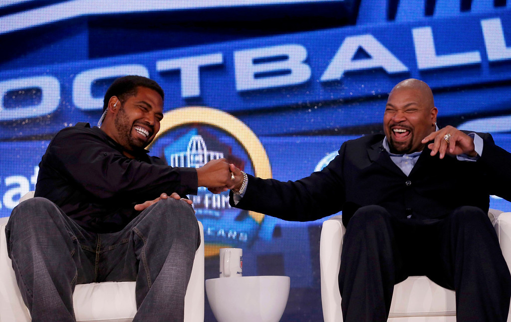 Description of . Former Baltimore Ravens player Jonathan Ogden (L) shakes hands with former Dallas Cowboys player Larry Allen after they were named to the Pro Football Hall of Fame at the 2013 Class of Enshrinement show in New Orleans, Louisiana, February 2, 2013.      REUTERS/Jim Young