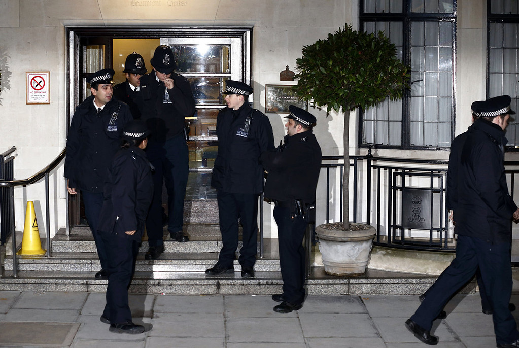 Description of . Police officers stand guard outside King Edward the VII hospital in London on December 3, 2012, where Catherine, the Duchess of Cambridge, is resting for suffering severe morning sickness. Prince William\'s wife Catherine is pregnant with their first child, St James\'s Palace said, in an eagerly awaited announcement about a baby destined to be Britain\'s future king or queen.  JUSTIN TALLIS/AFP/Getty Images