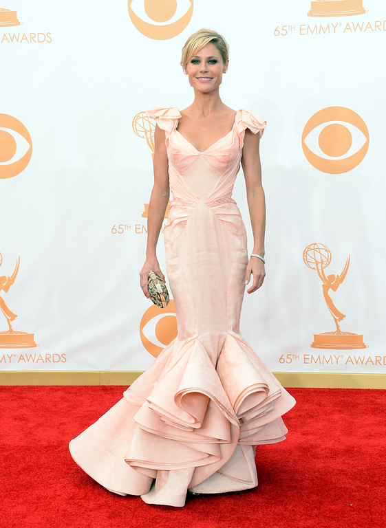 Description of . Actress Julie Bowen arrives at the 65th Annual Primetime Emmy Awards held at Nokia Theatre L.A. Live on September 22, 2013 in Los Angeles, California.  (Photo by Jason Merritt/Getty Images)