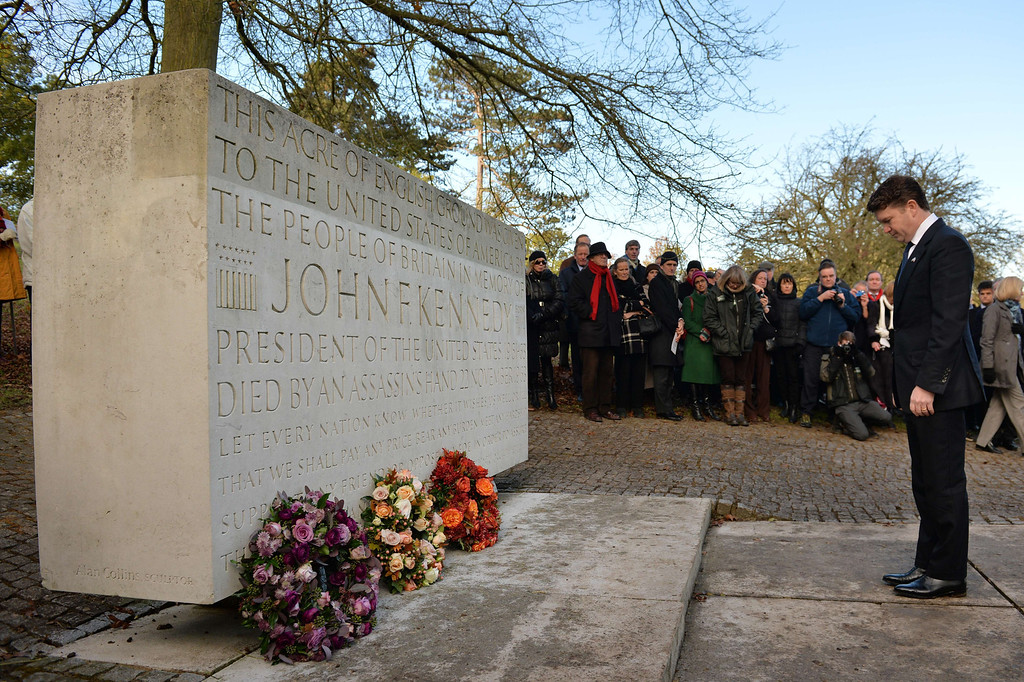 Description of . US ambassador Matthew Barzun lays a wreath during a memorial service for former US President John F Kennedy in Runnymede, Surrey on November 22, 2013, to mark the 50th anniversary of his assassination. AFP PHOTO / BEN  STANSALL/AFP/Getty Images