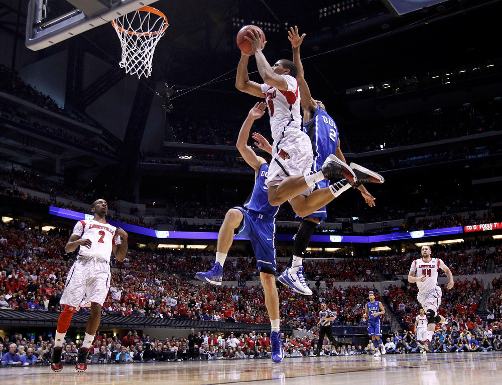 Description of . Louisville Cardinals guard/forward Wayne Blackshear (20) goes to the basket past Duke Blue Devils guard Quinn Cook (2) and Mason Plumlee during their Midwest Regional NCAA men's basketball game in Indianapolis, Indiana, March 31, 2013. REUTERS/Jeff Haynes