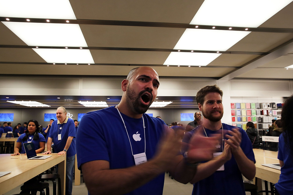 Description of . Apple Store employees cheer as the first customers in line walk into the store to purchase the new iPad Air, the fifth generation of its tablet on November 1, 2013 in New York City. (Photo by Spencer Platt/Getty Images)