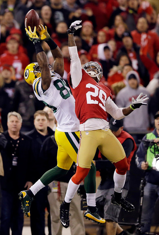 Description of . Green Bay Packers wide receiver James Jones (89) catches a pass as San Francisco 49ers cornerback Chris Culliver (29) attempts to intercept during the first quarter of an NFC divisional playoff NFL football game in San Francisco, Saturday, Jan. 12, 2013. (AP Photo/Marcio Jose Sanchez)