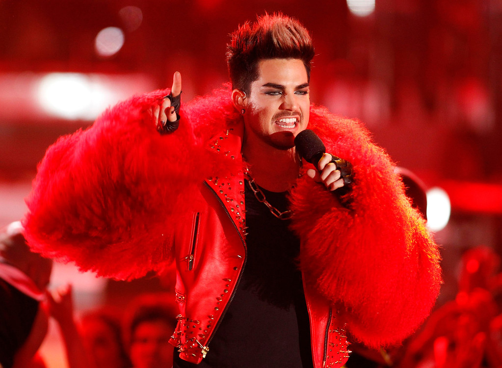 Description of . Host Adam Lambert performs as a part of a tribute to Donna Summer during the VH1 Divas 2012 show in Los Angeles, December 16, 2012. REUTERS/Danny Moloshok (UNITED STATES - Tags: ENTERTAINMENT)