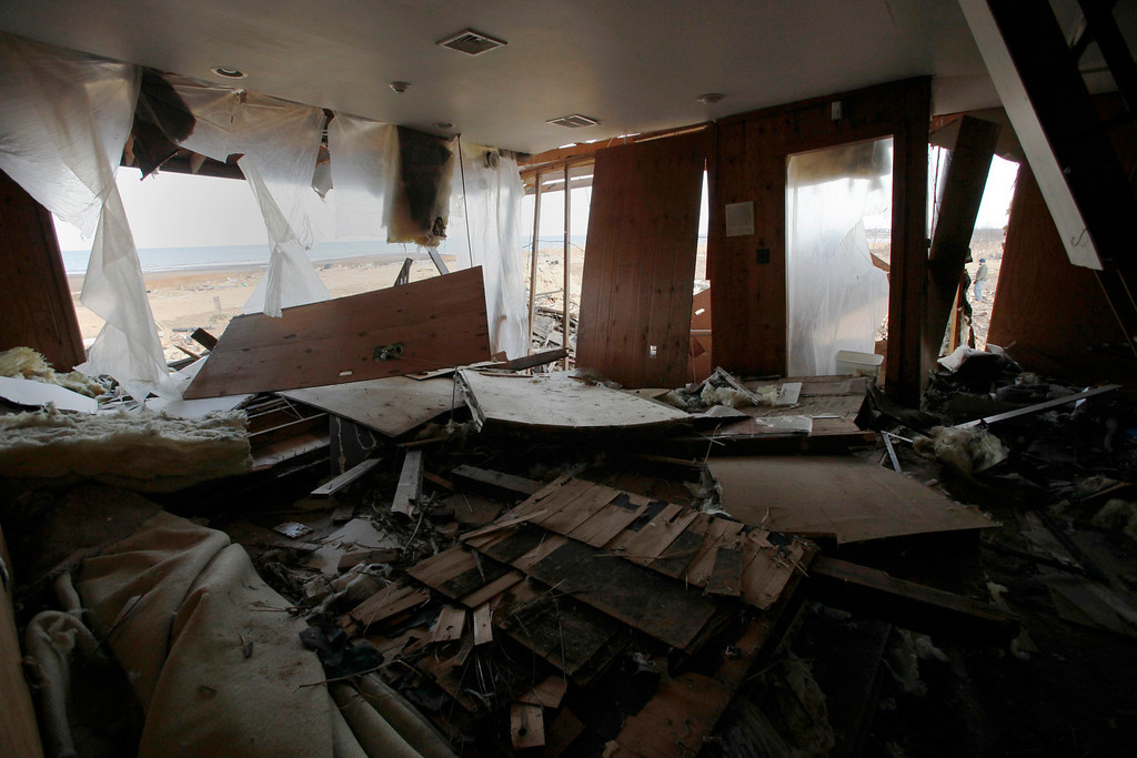 Description of . A view of the living room of an ocean-front home destroyed by Superstorm Sandy, one month after the disaster, at the zone of Union Beach in New Jersey November 29, 2012. REUTERS/Eduardo Munoz.