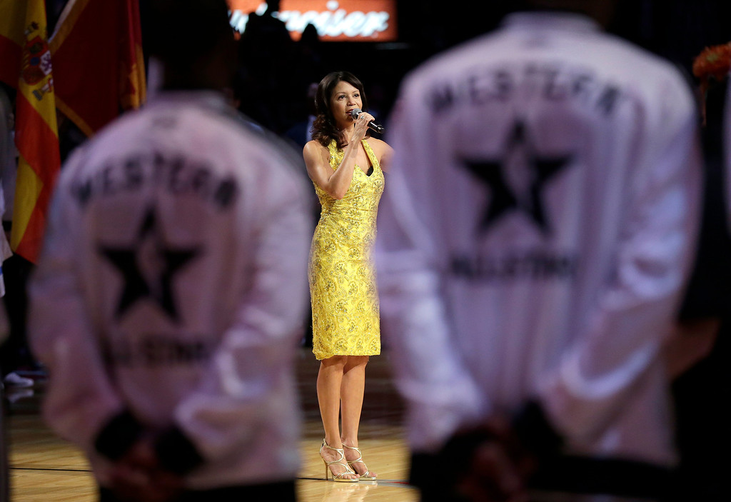 Description of . Gloria Reuben performs the Canadian national anthem before the NBA All-Star basketball game Sunday, Feb. 17, 2013, in Houston. (AP Photo/Eric Gay)
