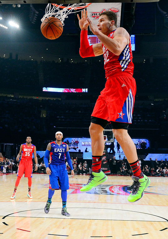 Description of . West Team's Blake Griffin of the Los Angeles Clippers goes hop for a shot during the first half of the NBA All-Star basketball game Sunday, Feb. 17, 2013, in Houston. (AP Photo/Bob Donnan, Pool)