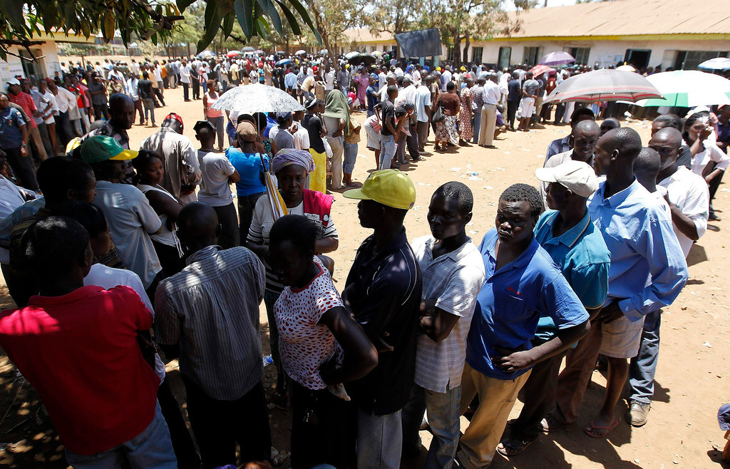 Description of . Kenyan voters queue to cast their ballots during the presidential and parliamentary elections at the Manyatta Primary school in Kisumu, 350km (218 miles) west of the capital Nairobi, March 4, 2013. REUTERS/Thomas Mukoya