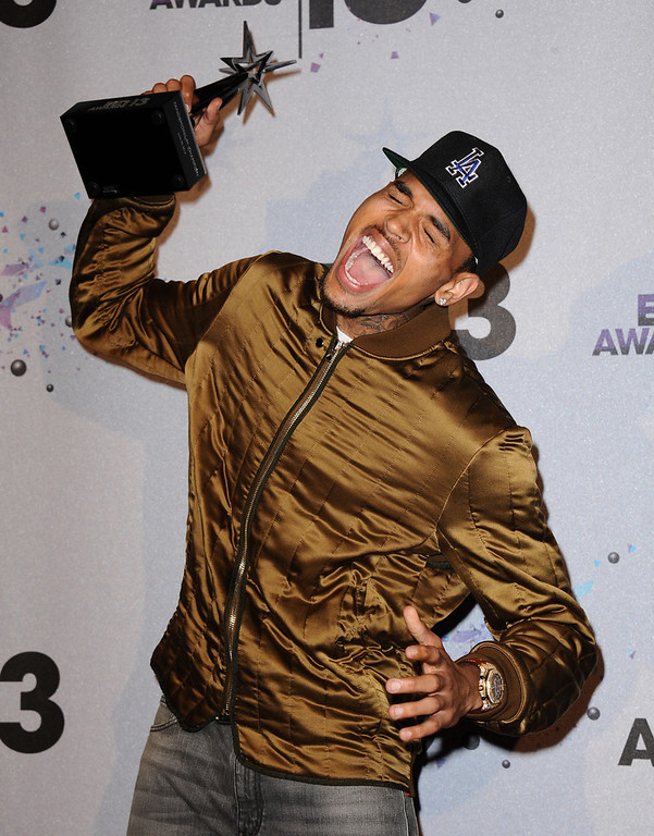 Description of . Chris Brown poses with the Fandemonium award  backstage at the BET Awards at the Nokia Theatre on Sunday, June 30, 2013, in Los Angeles. (Photo by Scott Kirkland/Invision/AP)