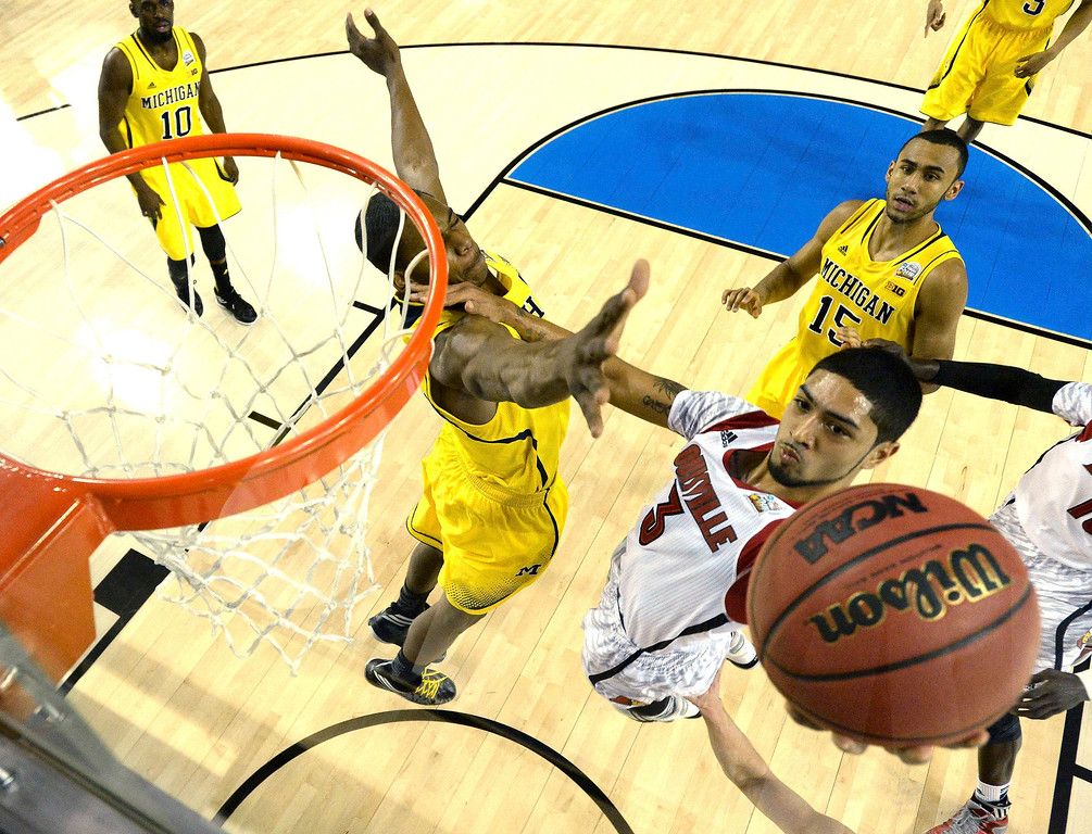 Description of . Louisville Cardinals guard Peyton Siva (3) goes to the basket against the Michigan Wolverines in the first half of their NCAA men\'s Final Four championship basketball game in Atlanta, Georgia April 8, 2013.  Reuters/Chris Steppig-Pool