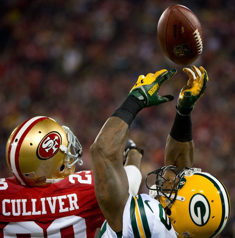 Description of . Green Bay Packers' James Jones catches a pass from quarterback Aaron Rodgers against San Francisco 49ers' Chris Culliver during the first quarter of an NFC divisional playoff NFL football game on Saturday, Jan. 12, 2013, in San Francisco. (AP Photo/The Sacramento Bee, Jose Luis Villegas)
