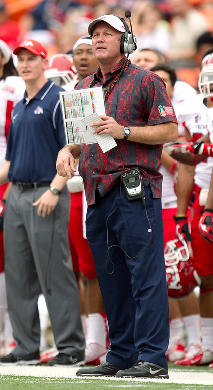 Description of . Fresno State coach Tim DeRuyter watches an SMU field-goal attempt in the first quarter of the Hawaii Bowl, an NCAA college football game Monday, Dec. 24, 2012, in Honolulu. (AP Photo/Eugene Tanner)