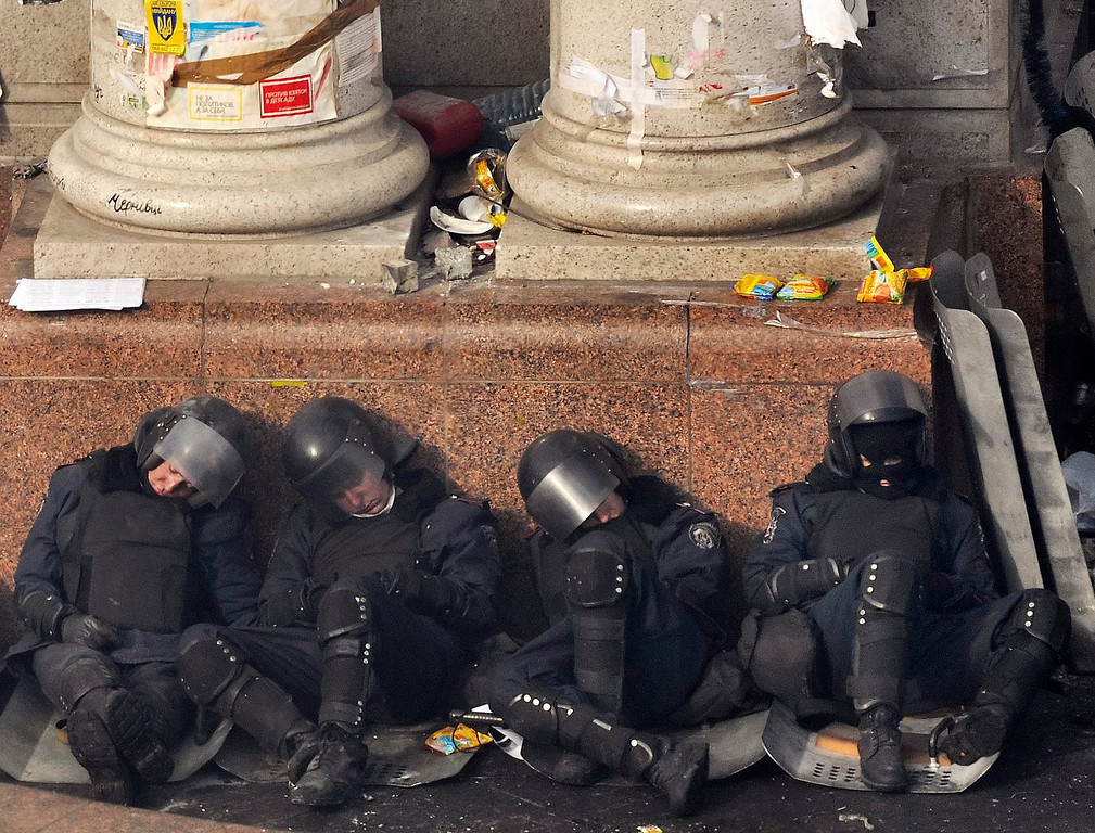 Description of . Riot police officers have a rest on Independence Square during on-going anti-government protests in downtown Kiev, Ukraine, 19 February 2014. EPA/DANYLO PRYHODKO