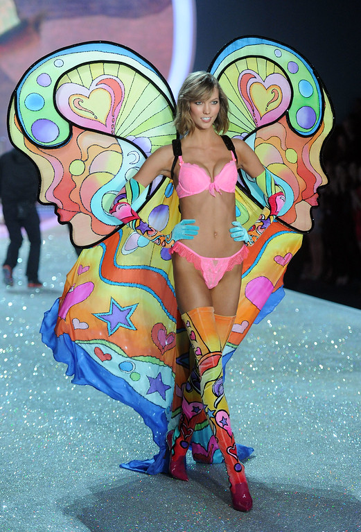 Description of . Model Karlie Kloss walks the runway at the 2013 Victoria's Secret Fashion Show at Lexington Avenue Armory on November 13, 2013 in New York City.  (Photo by Jamie McCarthy/Getty Images)