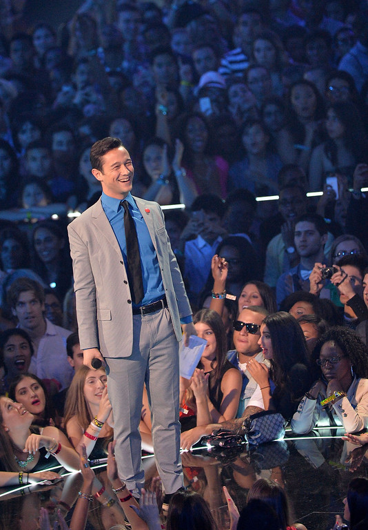 Description of . Joseph Gordon-Levitt speaks onstage during the 2013 MTV Video Music Awards at the Barclays Center on August 25, 2013 in the Brooklyn borough of New York City.  (Photo by Rick Diamond/Getty Images for MTV)
