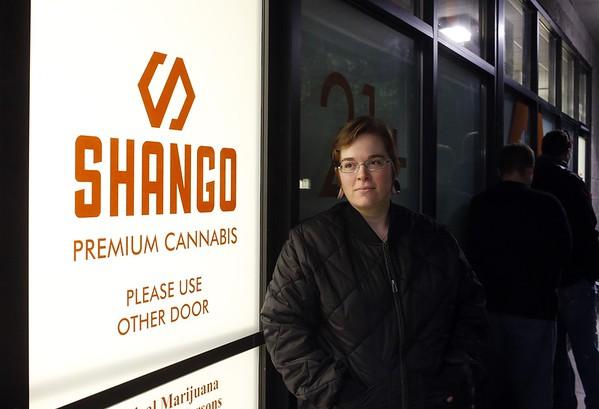 2015-10-01 Oregon opens recreational pot shops