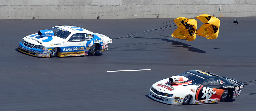 . Alan Jonson (L) defeats Mike Edwards during pro stock at the Mopar Mile-High NHRA Nationals July 21, 2013 at Bandimere speedway in Morrison. (Photo By John Leyba/The Denver Post)