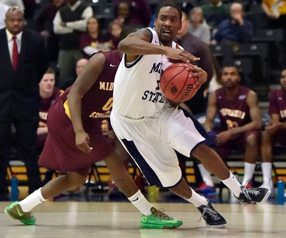 . Metro State Jamal McClerkin (1) drives past Midwestern State Monzaigo Williams (0) during the first half March 18, 2014 in the Championship game of the Division ll Men\'s Basketball Championship at Auraria Events Center. (Photo by John Leyba/The Denver Post)