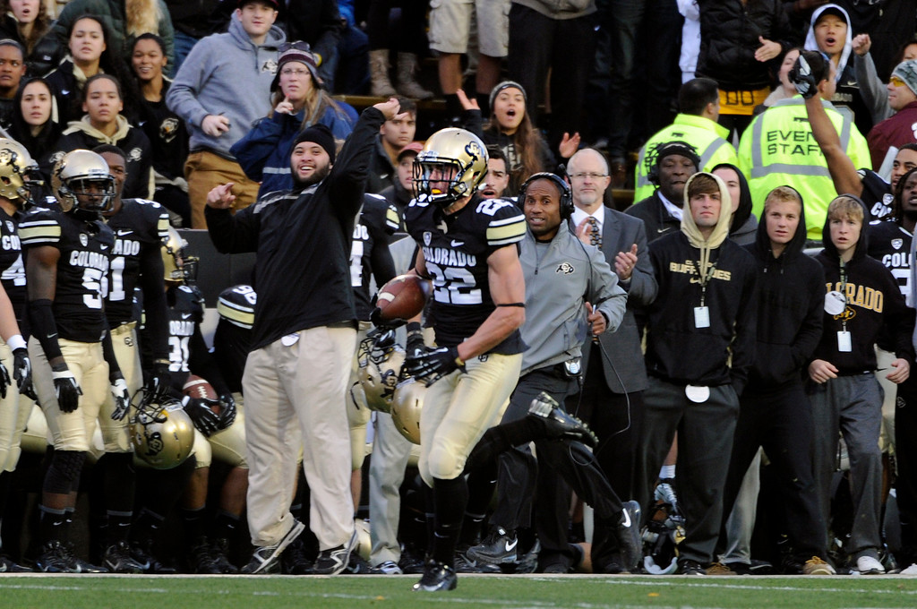 . BOULDER, CO - NOVEMBER 16: The CU sideline watches as Nelson Spruce (22) sprints past for a gain. The University of Colorado football team takes on the University of California in the first quarter at Folsom Field in Boulder. (Photo by Kathryn Scott Osler/The Denver Post)