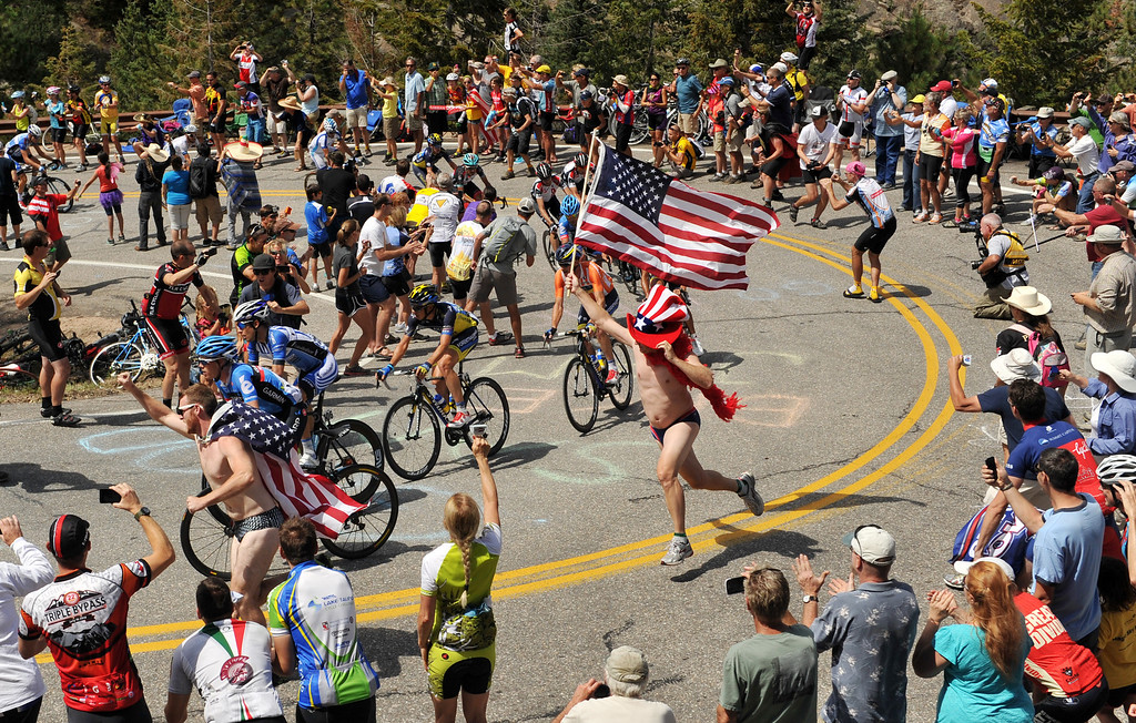 . The pack climbs Devils Gulch (7957 ft) during the 115.2 mile 6th stage of 2013 USA Pro Challenge race from Loveland to Fort Collins, Colorado. August 24, 2013. (Photo by Hyoung Chang/The Denver Post)