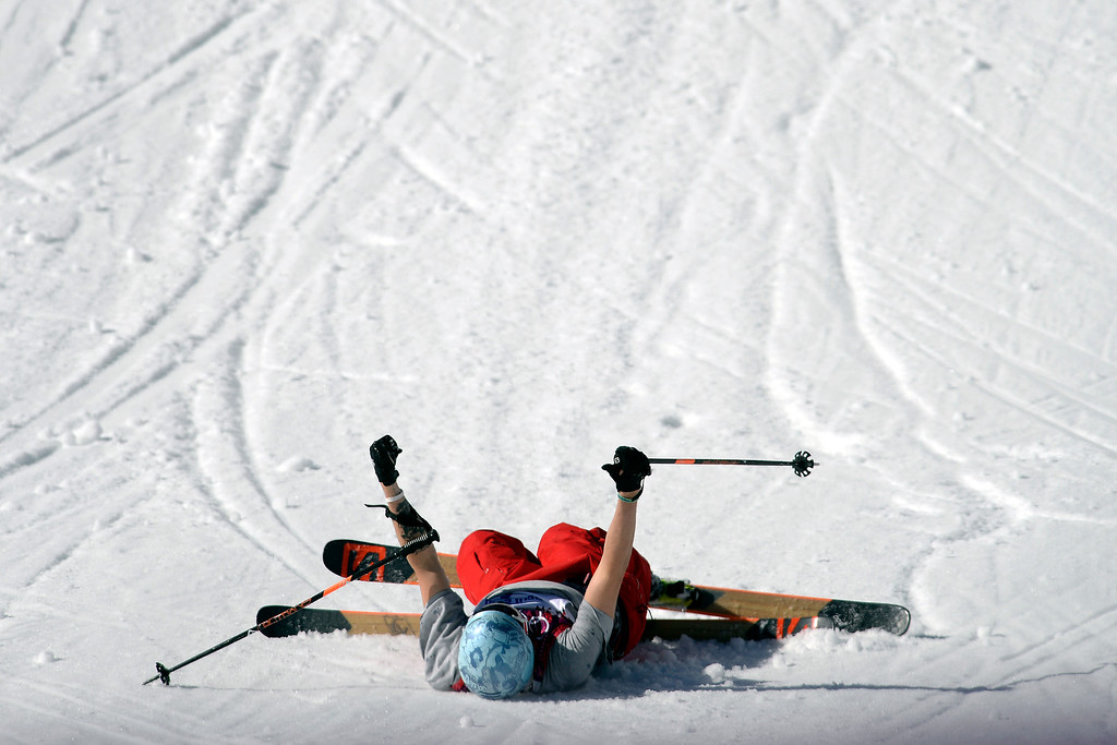 . U.S.A. skier Bobby Brown gives a thumbs up after wiping out during the men\'s ski slopestyle final at the Rosa Khutor Extreme Park. Sochi 2014 Winter Olympics on Thursday, February 13, 2014. (Photo by AAron Ontiveroz/The Denver Post)