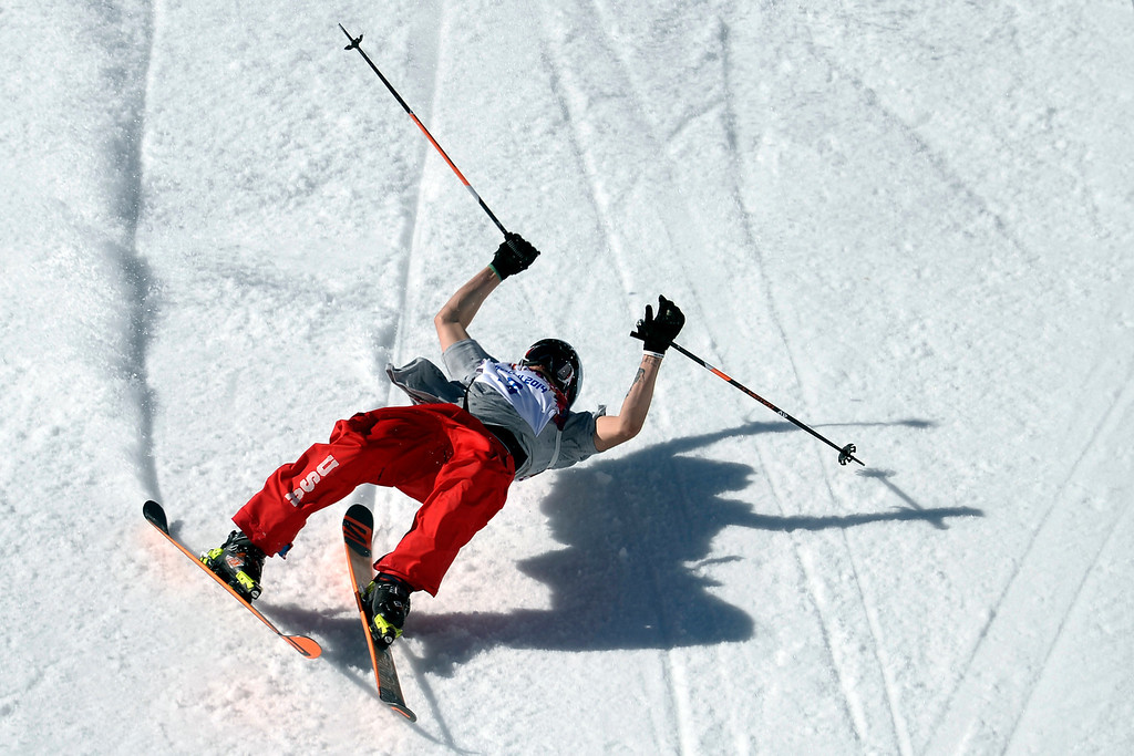 . U.S. skier Bobby Brown wipes out during the men\'s ski slopestyle final at the Rosa Khutor Extreme Park during the Sochi 2014 Winter Olympics on Thursday, February 13, 2014. (Photo by AAron Ontiveroz/The Denver Post)