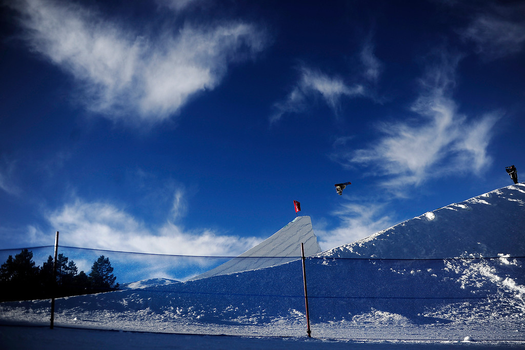 . Eric Willett rides during the men\'s snowboard slopestyle at Breckenridge Ski Resort on Sunday, December 15, 2013. Dew Tour men\'s snowboard slopestyle at Breckenridge Ski Resort on Sunday, December 15, 2013. (Photo by AAron Ontiveroz/The Denver Post)