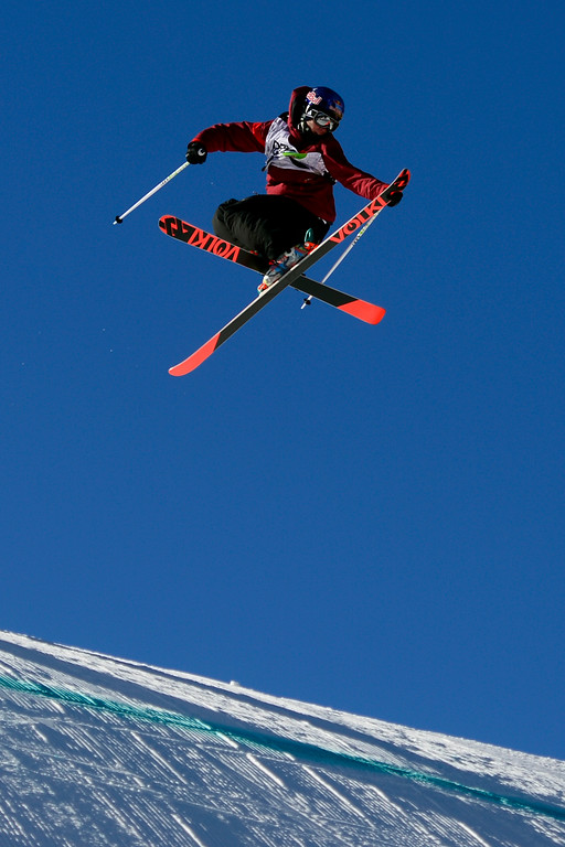 . Russ Henshaw skis during the men\'s ski slopestyle final during the Dew Tour at Breckenridge Ski Resort on Sunday, December 15, 2013.(Photo by AAron Ontiveroz/The Denver Post)