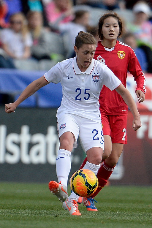 . Megan Klingenberg (25) of the U.S.A. controls the ball against China during the first half of women\'s soccer action. Dick\'s Sporting Goods Park on Sunday, April 6, 2014. (Photo by AAron Ontiveroz/The Denver Post)