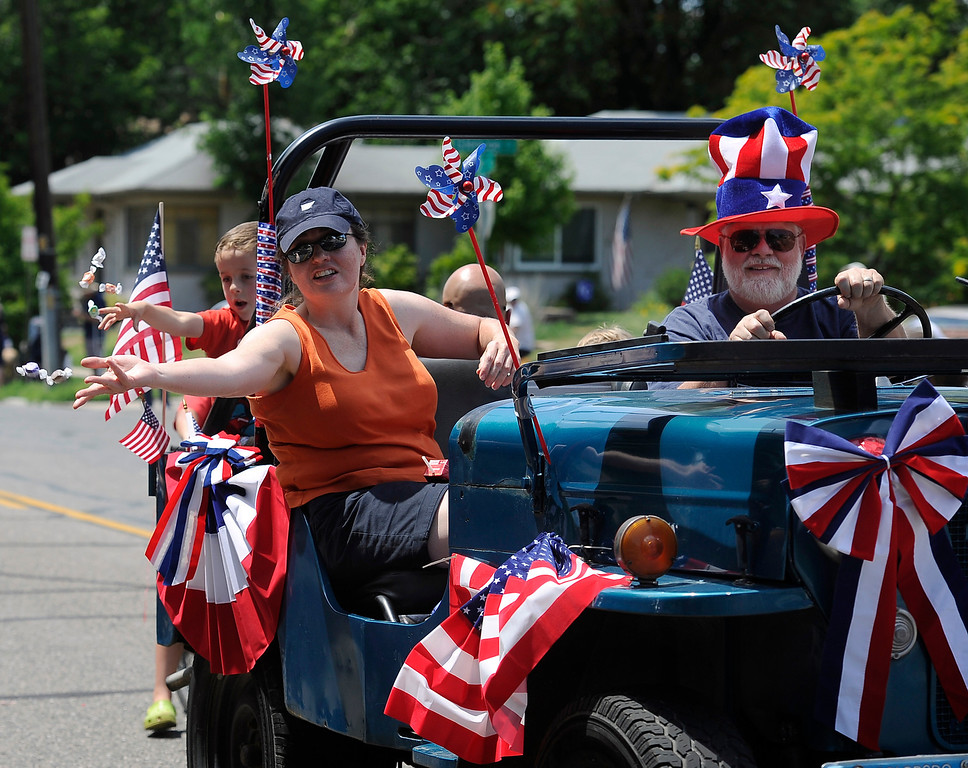 . DENVER, CO - JULY 4: The fourth annual Park Hill 4th of July Parade winds its way down 23rd Avenue complete with marching bands, neighborhood sponsored floats, bikes and classic cars. (Photo By Kathryn Scott Osler/The Denver Post)