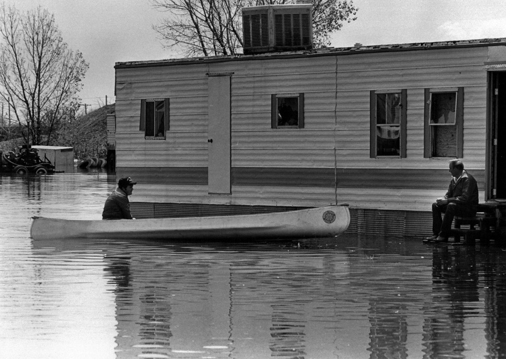 . JUN 17 1983  Members of Richardson Family. Floods - Colorado.  (Duane Howell/The Denver Post)