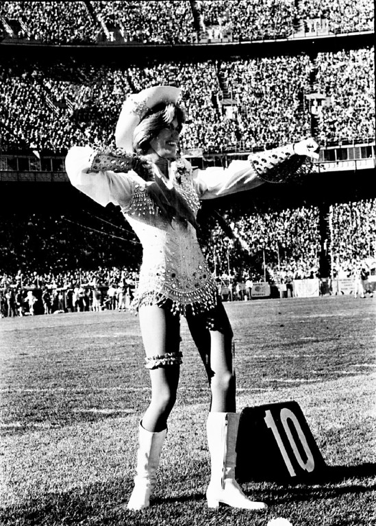 . OCT 30 1977.  Pony Express Cheerleaders.  (Photo by Lyn Alweis/The Denver Post)