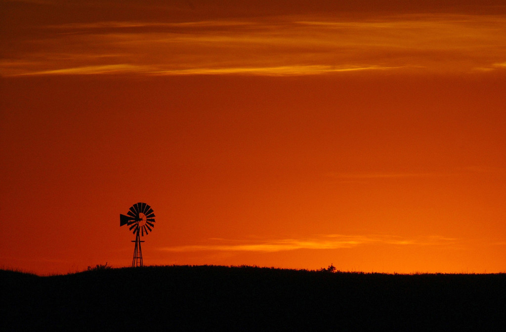 . A windmill and sunset are viewed from the Piehl family home just outside Dannebrog, Nebraska on August 15, 2002. (Photo by Craig F. Walker/The Denver Post)