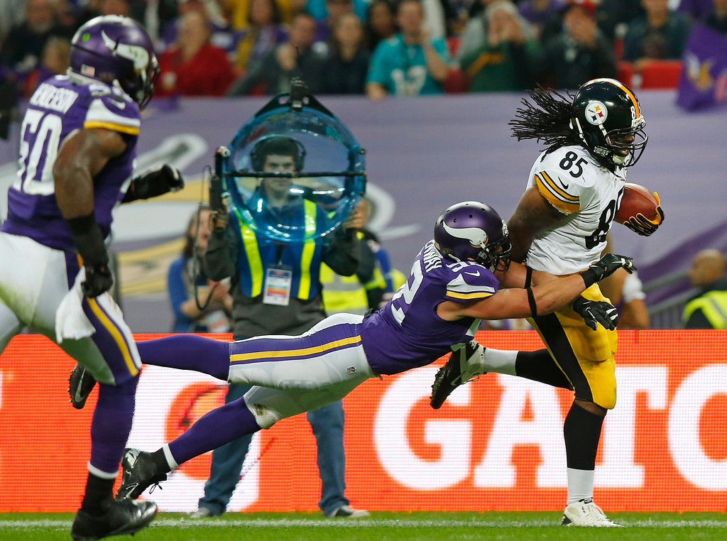 . Pittsburgh Steelers tight end David Johnson (85), right, breaks the tackle of Minnesota Vikings linebacker Chad Greenway (52)  during their NFL football game at Wembley Stadium, London, Sunday, Sept. 29, 2013.  (AP Photo/Sang Tan)